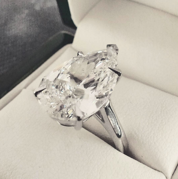 10ct pear shaped diamond ring