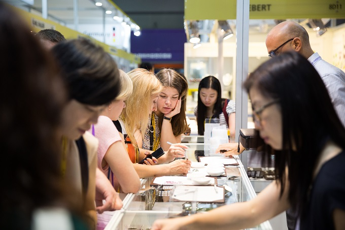 Fine gems and jewellery shine at 36th September HK Fair
