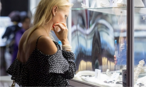 Fine pearls beckon buyers at the September Fair