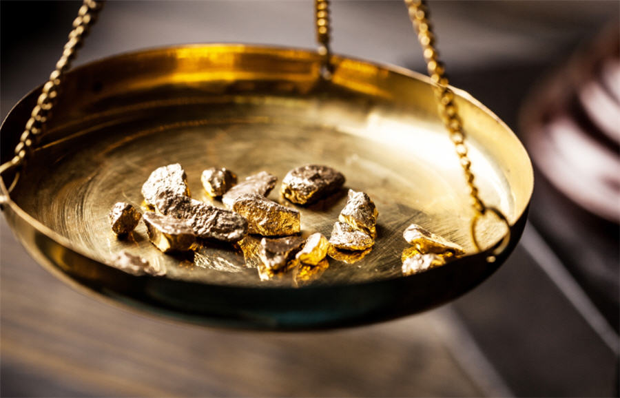 Asia Gold-India shifts to discount; buying tapers off elsewhere as prices gain