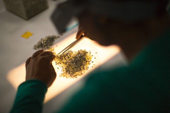 De Beers cites solid overall demand amid lower sales