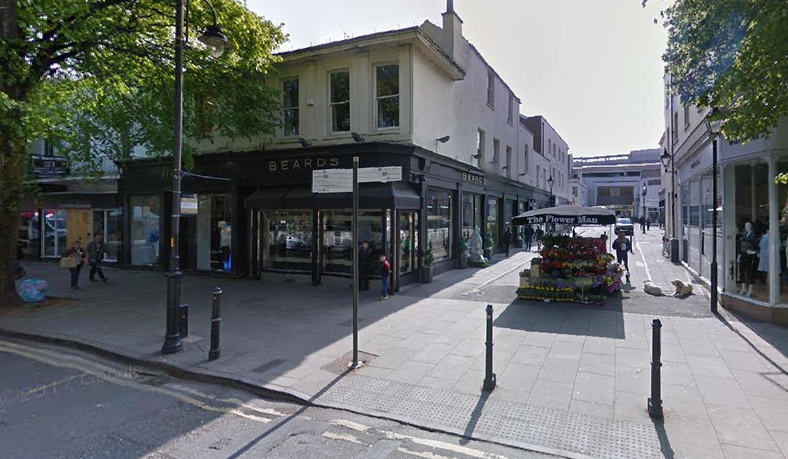 Council backs flower stall in battle against jewellery retailer