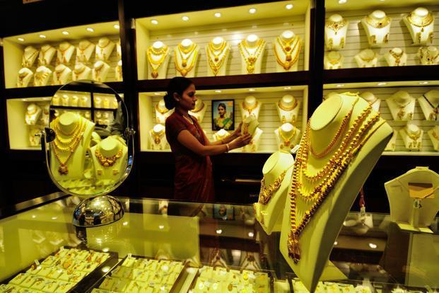 Gold prices rise today after 4-day fall, silver edges higher