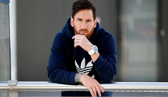 Messi's signature on the sapphire glass back