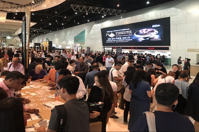 "the 63rd Bangkok Gems & Jewelry Fair Foreign Trade Partners Admire ""Thailand's Magic Hands"""
