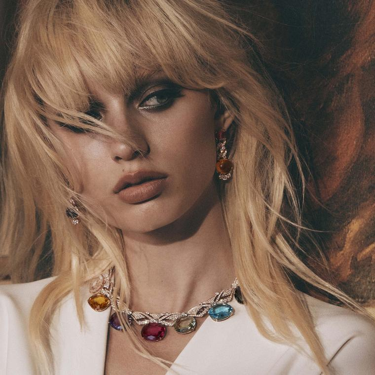 Wide-ranging in its cinematic inspiration the Bulgari Cinemagia Fairy Wings necklace transports us to the enchanted world of Peter Pan and in particular the fairy Tinkerbell