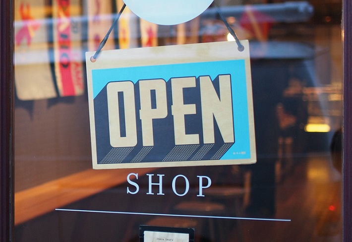 Government to temporarily allow retail shops to stay open until 10pm