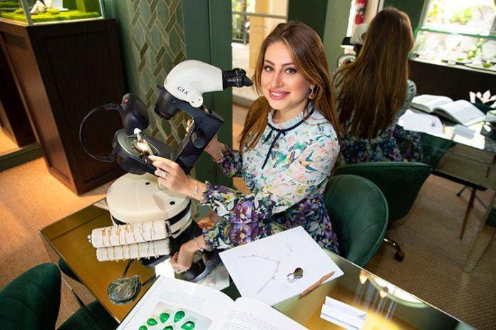 Karina Brez, at her desk. Image by Sergio Aguilar
